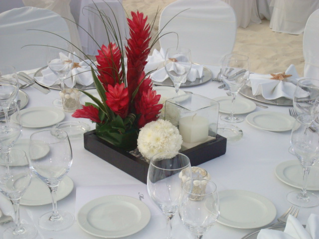 Jardin floreria centros de mesa for Arreglo de mesa para boda en jardin